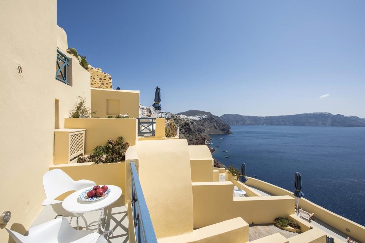 santorini oia accommodation | Aeifos Traditonal Houses