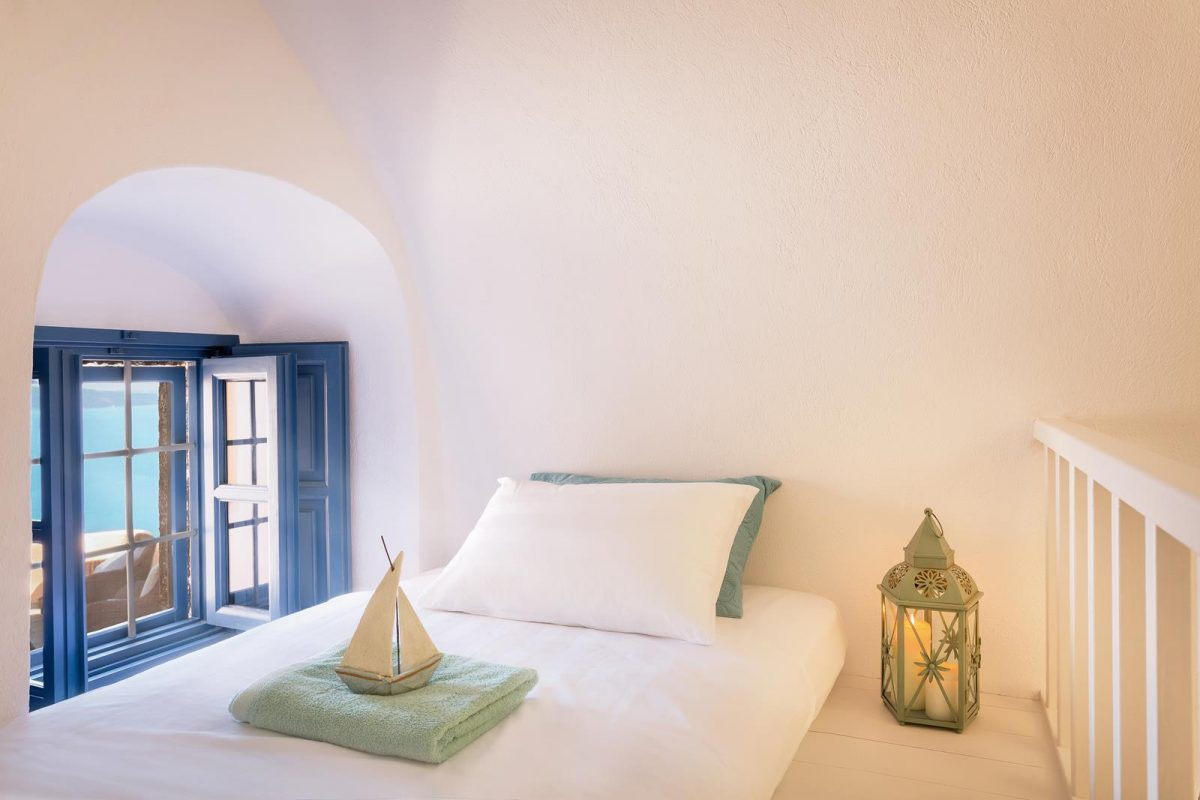 oia santorini accommodation | Aeifos Traditonal Houses